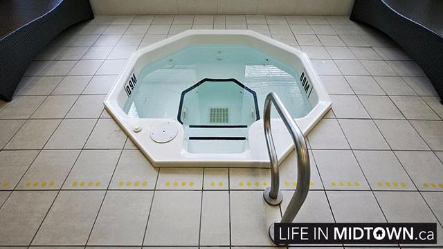 LifeInMidtown-Condos-88-Broadway-Pool–4