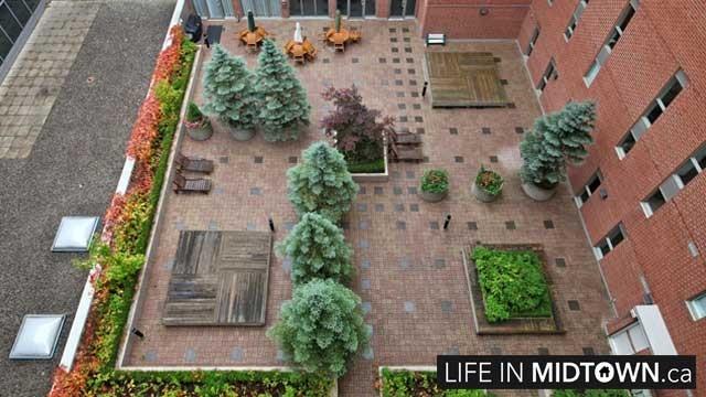 LifeInMidtown-Condos-18-Merton-Courtyard