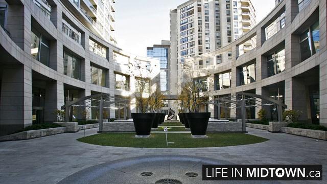 LifeInMidtown-Condos-2181-Yonge-BuildingEntrance