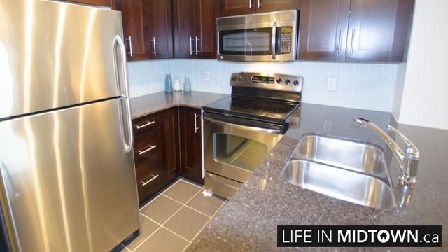 LifeInMidtown-Condos-2181-Yonge-Kitchen