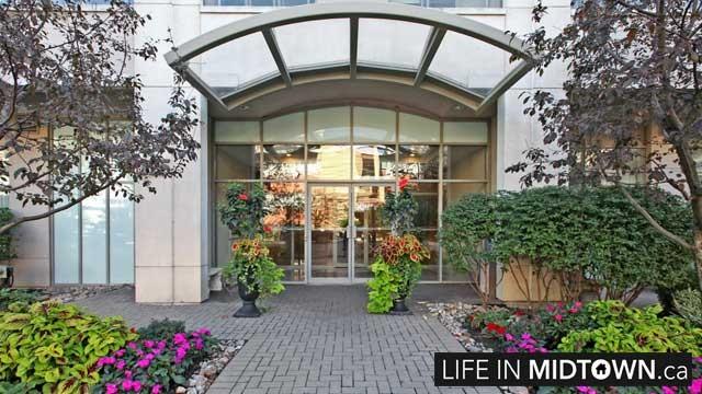 LifeInMidtown-Condos-225-Merton-Entrance