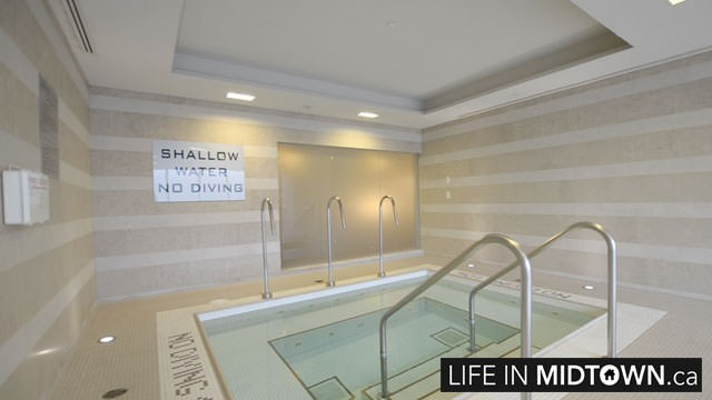 LifeInMidtown-Condos-25-Broadway-HotTub