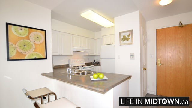 LifeInMidtown-Condos-253-Merton-Kitchen2