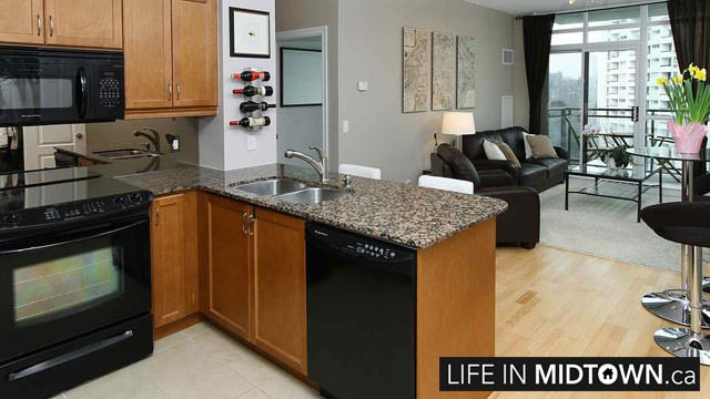 LifeInMidtown-Condos-319-Merton-Kitchen