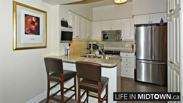 LifeInMidtown-Condos-319-Merton-Kitchen3