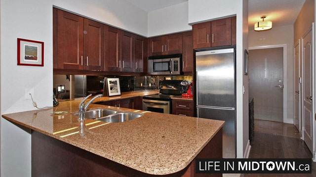 LifeInMidtown-Condos-319-Merton-Kitchen5