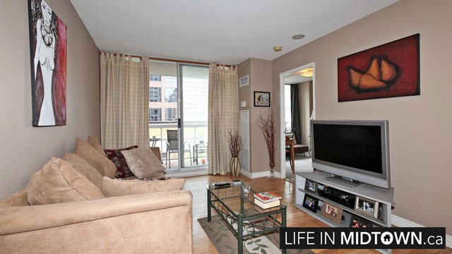 LifeInMidtown-Condos-43-Eglinton-Living-Room
