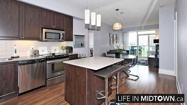 LifeInMidtown-Condos-70-Roehampton-Kitchen-Living