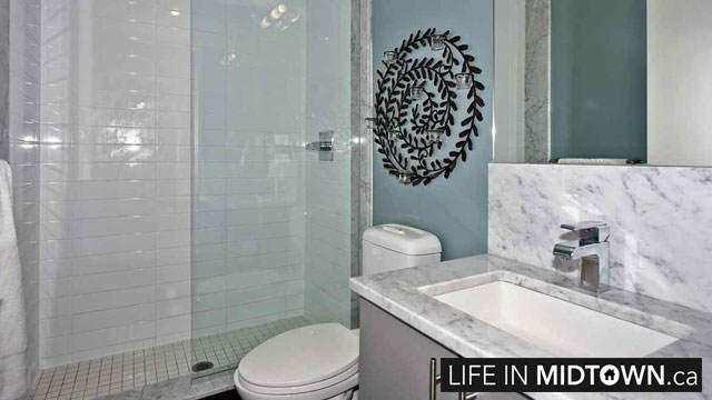 LifeInMidtown-Condos-83-Redpath-Bathroom