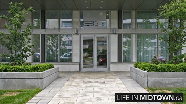 LifeInMidtown-Condos-83-Redpath-Entrance