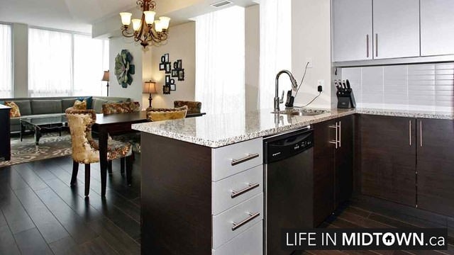 LifeInMidtown-Condos-83-Redpath-Kitchen3