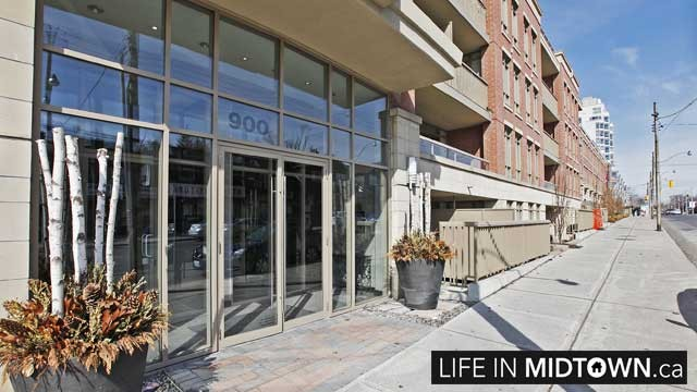 LifeInMidtown-Condos-900-MountPleasant-Entrance