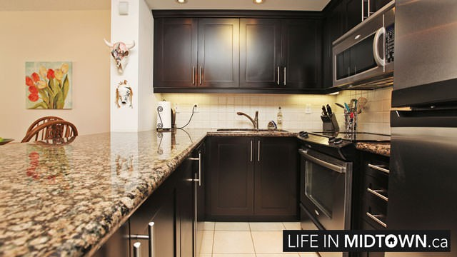 LifeInMidtown-Condos-900-MountPleasant-Kitchen1