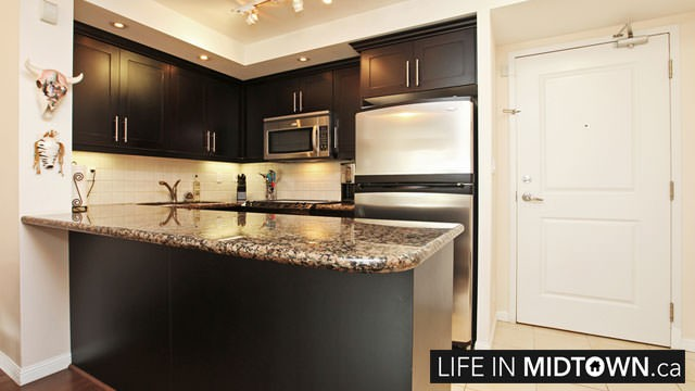 LifeInMidtown-Condos-900-MountPleasant-Kitchen2