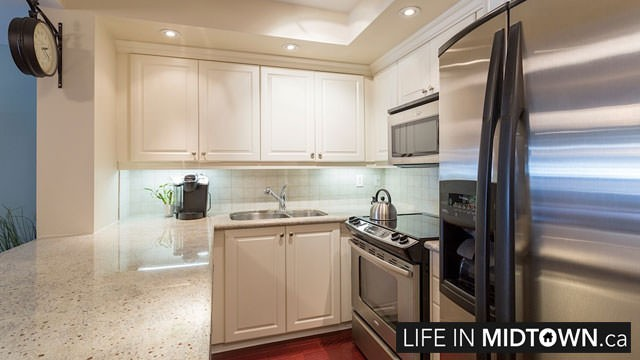 LifeInMidtown-Condos-900-MountPleasant-Kitchen6
