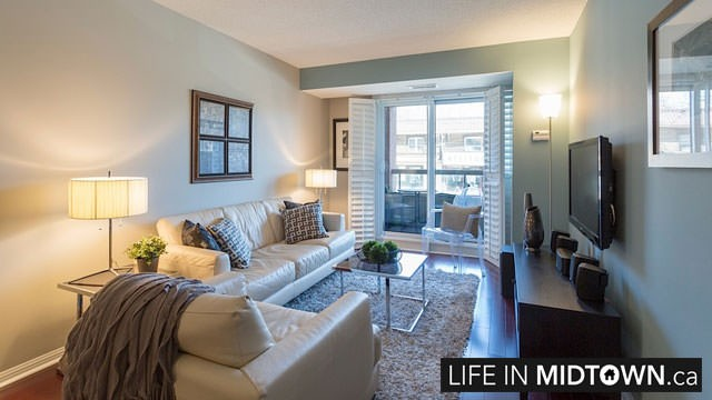 LifeInMidtown-Condos-900-MountPleasant-Living-Room2