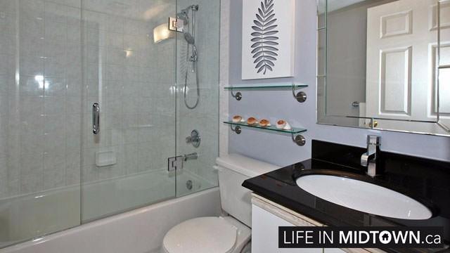 LifeInMidtown-Condos-Redpath-Lillian-Townhouses-Bathroom2