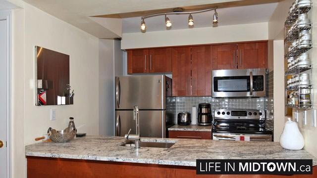 LifeInMidtown-Condos-Redpath-Lillian-Townhouses-Kitchen3