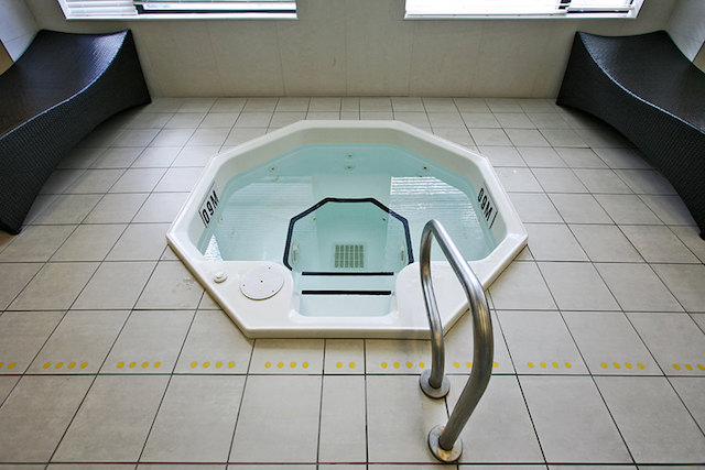 88 Broadway Hot Tub